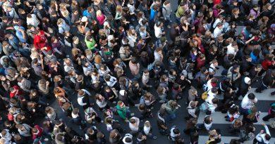 Výzkum: Každý šestý student by bez práce nemohl studovat vysokou školu