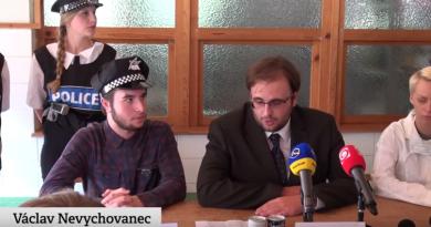 Jak se seznamoval první ročník: záhadná smrt studentky a novináři poprvé v akci