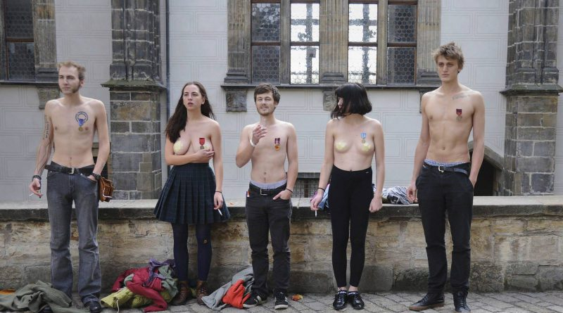 """Slam Poetry """"Domácí potřeby"""" creatively struggle against Czech politics"""