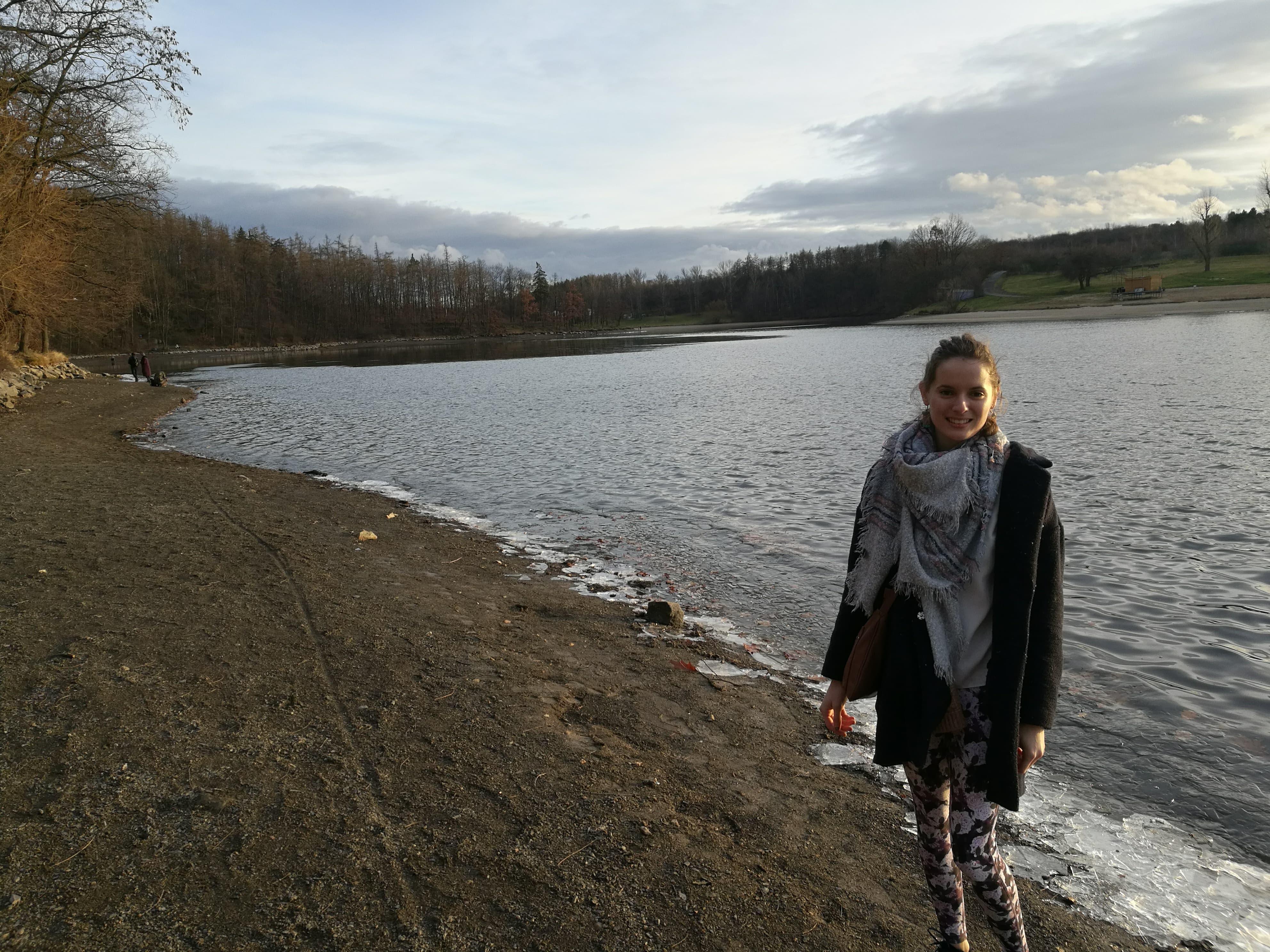 Anne bydlí na koleji v Hostivaři, odkud to má kousek na tamní přehradu.
