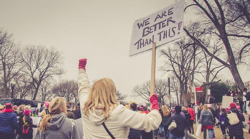 KOMENTÁŘ: Všechnu moc demonstraci