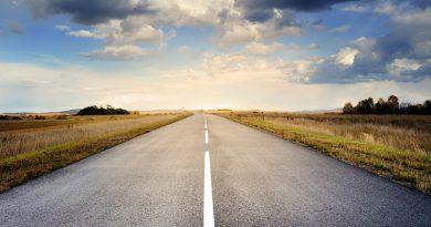 Na opravy silnic chybí peníze i kapacity, tipem ale pomůžou i řidiči
