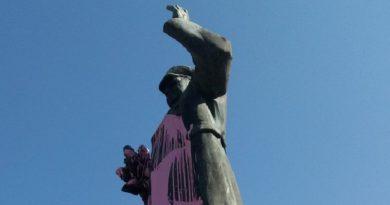 Historie nebývá růžová. Na rozdíl od pražské sochy maršála Koněva