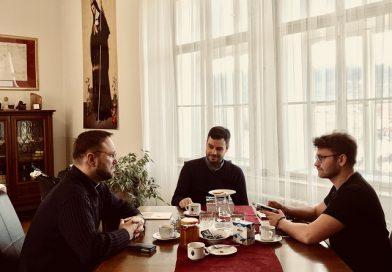 Rozhlasová reportáž o klášteru křížovníků u Karlova mostu jakožto sídle komunistické STB
