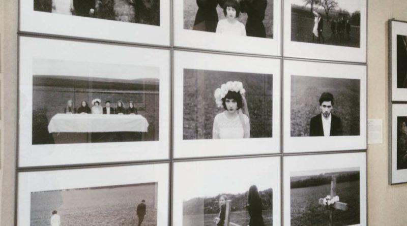FOTO: Série Jedna svatba, jeden pohřeb fotografa Lukáše Macha.