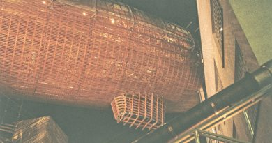 FOTO: Nad centrem DOX se vznáší vzducholoď Gulliver.