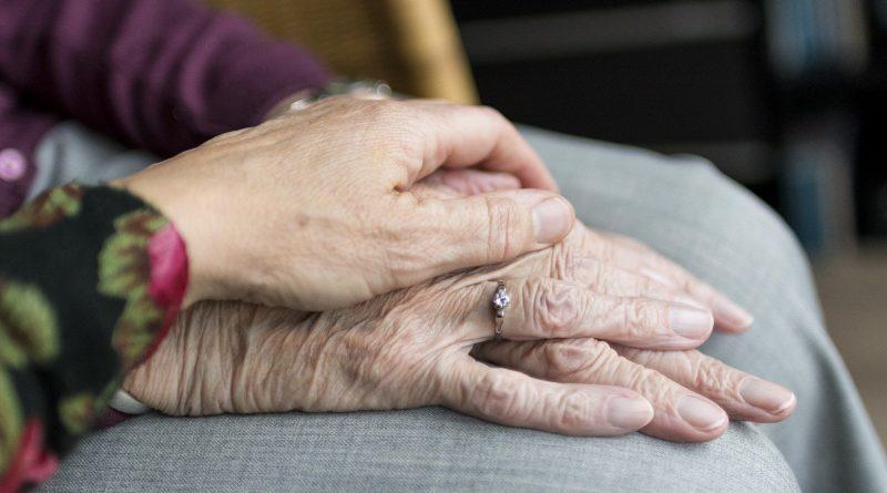 O střechu nad hlavou ve stáří se bojí třetina lidí, říká průzkum Charity